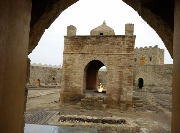 Das Innere des Feuertempels von den Toren von Baku. Foto: O. Zwahlen