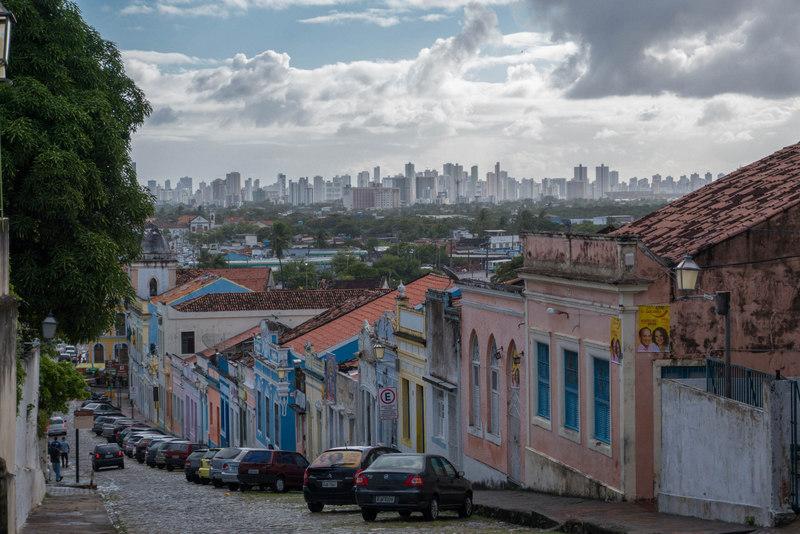 Tradition und Moderne: Blick von Olina in Richtung Recife.