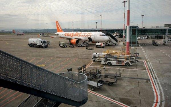 Billigfluglinien kennen beim Preis nur eine Richtung: nach oben.