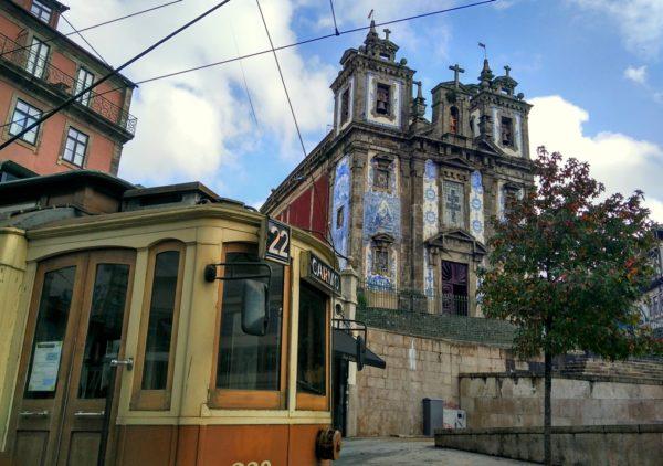 Eine Fahrt mit der historischen Strassenbahn gehört zu einem Portobesuch einfach dazu.