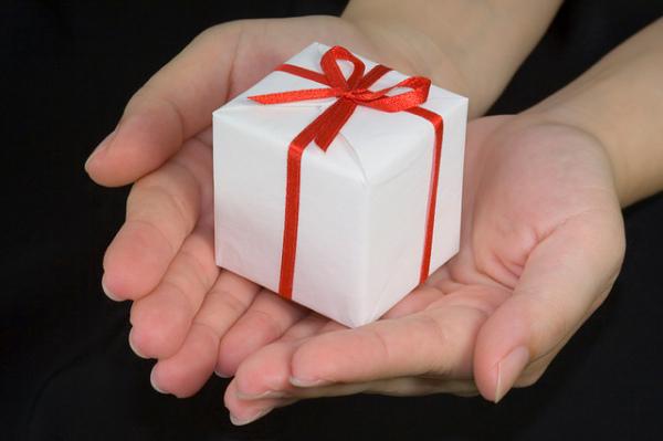 Bescherrung für Traveller: Auch Reisende freuen sich über Geschenke. Foto: asenat29 / Flickr