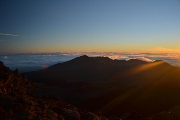 Hawaii und seine Naturschönheiten: Der Sonnenaufgang auf dem Haleakala gehört zu den Must-Sees der Pazifikinsel. Foto: Christine Bödicker