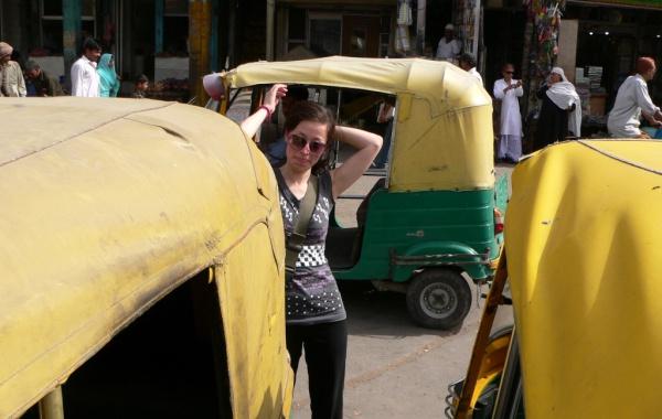Oft etwas anstrengend: Der Reisealltag in Indien. Foto: O. Zwahlen