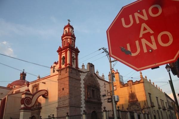 Einer nach dem anderen: Der Verkehr präsendiert sich in Mexiko meistens sehr rücksichtsvoll.