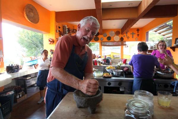 Kochen und Zusammensein: In der Kochschule der TV-Köchin Ana Garcias geht es auch um das Gesellige.