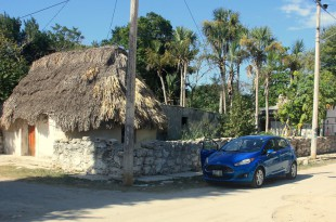 Reisen im Mietwagen: Manche Ziele wie dieses abgelegene Dorf in der Nähe von Celestun in Mexiko sind ohne Auto kaum zu erreichen. Foto: O. Zwahlen