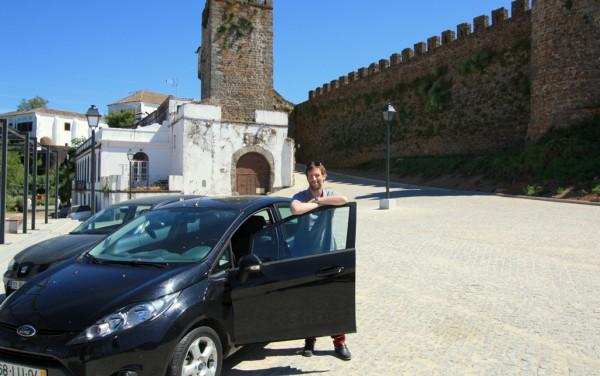 Günstige Reiseform: Für diesen Ford Fieste bezahlte ich in Portugal nur 5 Euro pro Tag und Person.