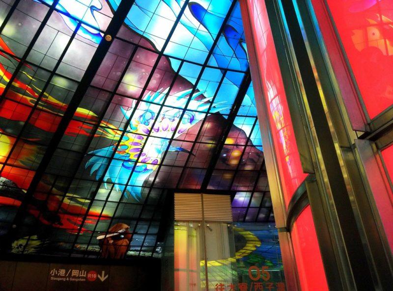 Der berühmte Dome of Light des italienischen Künstlers Narcissus Quagliata in der Metrostation Formosa Boulevard.