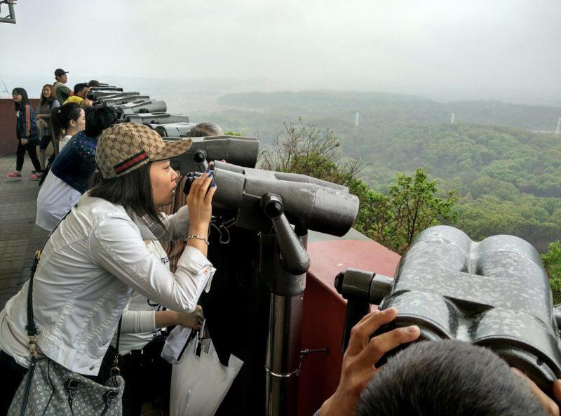 Aussichtsplattform in der DMZ: Die Grenze zu Nordkorea ist heute eine Touristenattraktion.