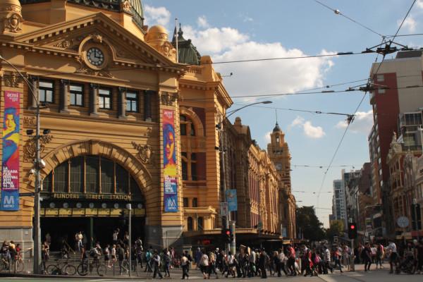 Start- und Endpunkt einer Walking Tour: Die Flinders Station. Foto: Yi Chen / Flickr