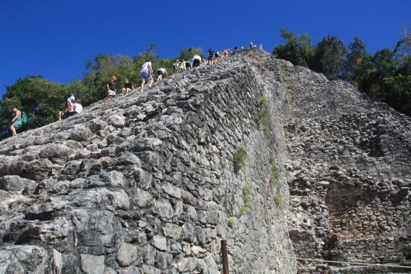 Die Pyramide von Coban: Eine der wenigen, die du noch besteigen kannst.