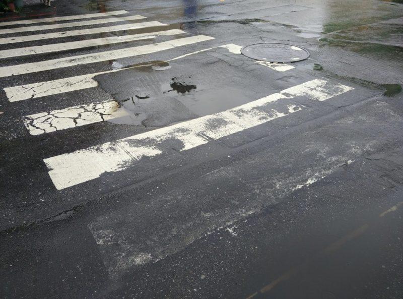 Treue Begleiter in Taiwan: Regen, Pfützen und nasse Füsse.