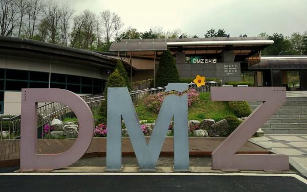 Einer der interessantesten Punkte der DMZ-.Tour. Der Abstieg in den 3. Infiltrationstunnel (Hintergrund). Fotos: O. Zwahlen