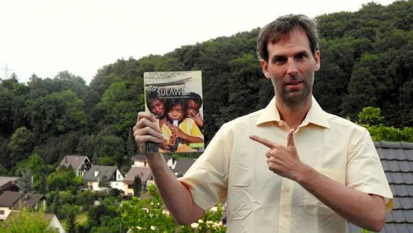 In Papierform: Mein Exemplar des tollen Sulawesi-Buchs von Melissa und Petra.