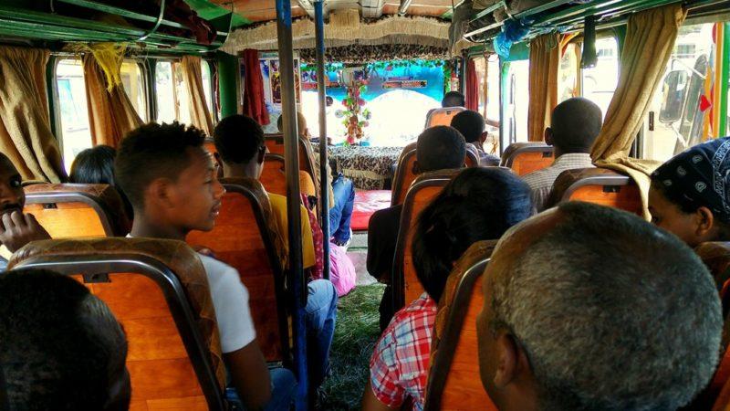 Lokaler Bus: Auf dem Weg zu den Wasserfällen des Blauen Nils.