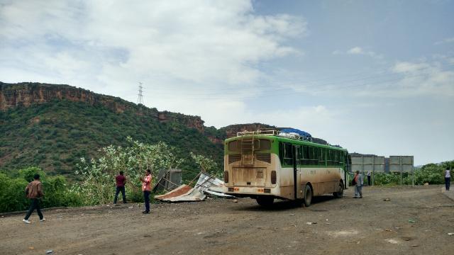 Unterwegs mit dem Bus: Pause in der Schlucht des Blauen Nils.