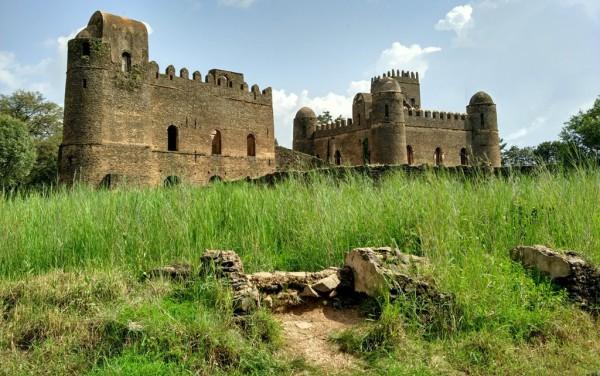 Zwei der unzähligen Schlossruinen von Gonder in Nordäthiopien. Fotos: O. Zwahlen