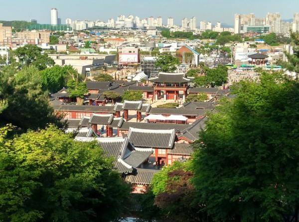 Der Palast von Suwon: Sehenswürdigkeit in einem Vorort von Seoul.