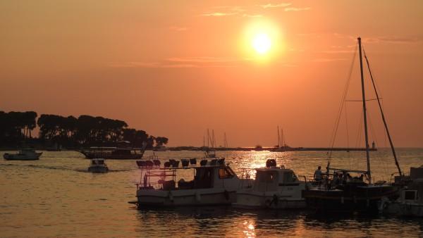 Sonnenuntergang über der Bucht vor der istrischen Kleinstadt Porec. Fotos: OZ