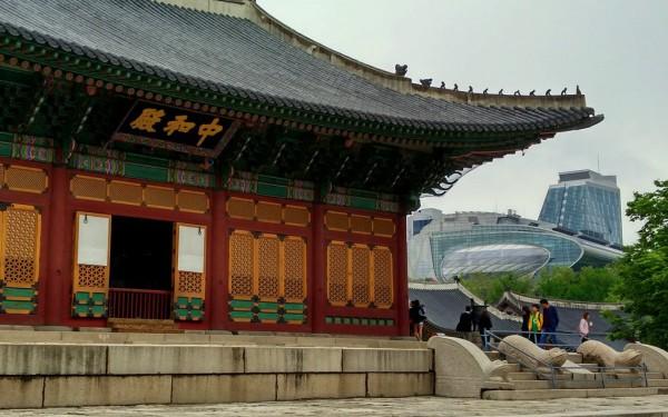 Alt und neu trifft in Seoul vielerorts aufeinander. Fotos: OZ