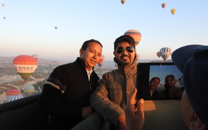 Perfekte Fotolocation: Meine indischen Mitreisenden posieren für Bilder.