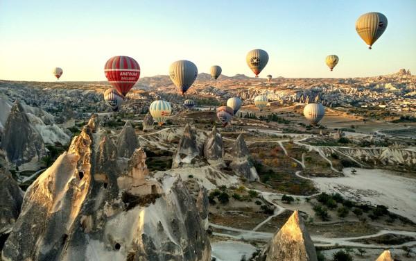 Jeden Morgen heben bis zu hundert Heissluftballone über Kappadokien ab. Fotos: O. Zwahlen