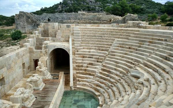 Das restaurierte Theater von Patara wirkt ziemlich neu.