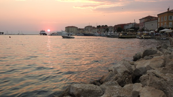 Sonnenuntergang im Hafen von Porec.