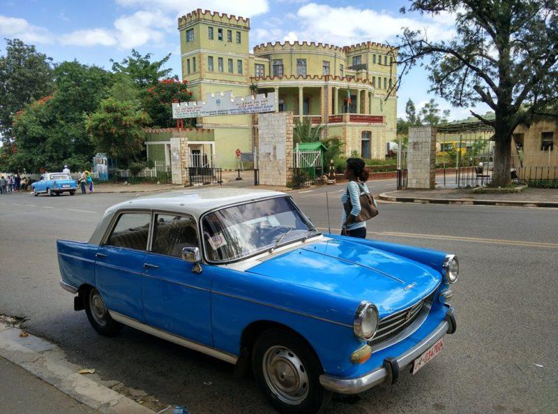 Taxi im neueren Teil von Harar.