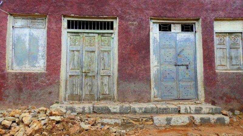 Bunt gemalte Fassaden prägen das Stadtbild von Harar.