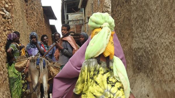 Begegnung in den Seitengassen von Harar.