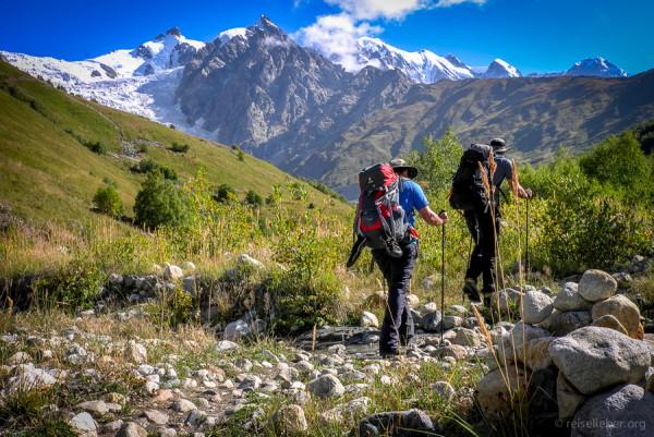 Die wilde Berglandschaft Swanetien lädt zu mehrtägigen Trekking-Touren ein.