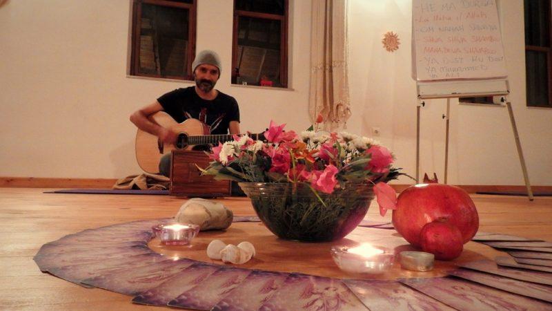 Eine musikalische Meditation mit Ilhan, einem ehmaligen türkischen Rockmusiker.