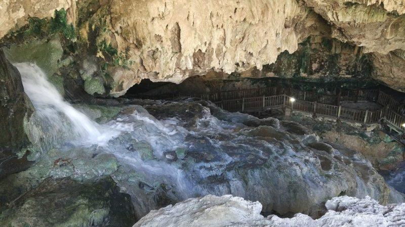 Pamukkale unter der Erde: Die Höhle Kaklık Mağarası .