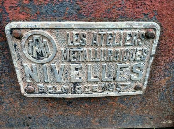 Das Schild auf einem historischen Güterwagon verrät sein Alter: 1937.