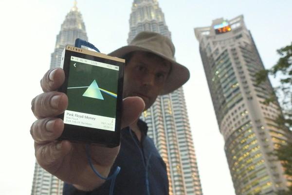 Gewaltige Musik vor imposanten Gebäuden: Pink Floyd Meets Petrona Towers.