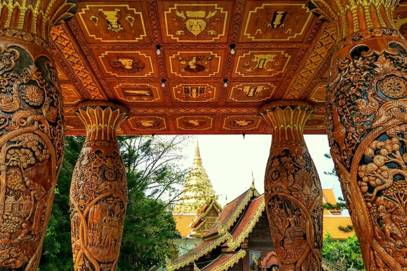 Filigrane Schnitzereien am Tempel Wat Phra That.