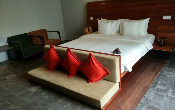 Gemütlich: Bett mit angehängter Fernsehecke.