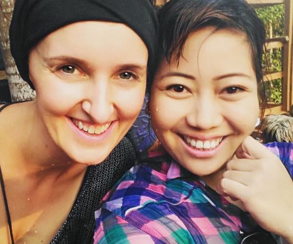 Selfie-Time: May und ich beim Wasserfest am Inya-Lake.