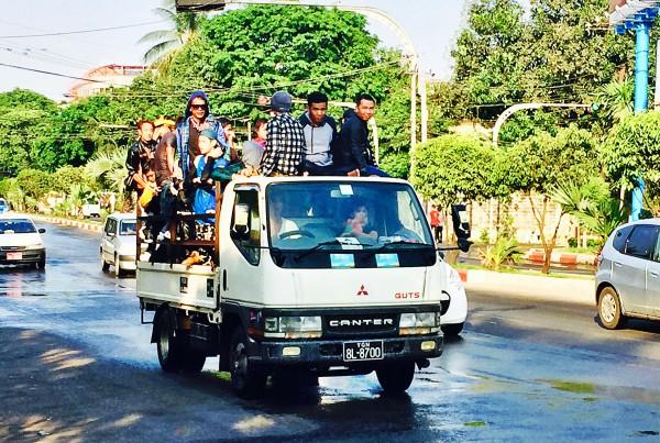 Mit dem Pickup den ganzen Tag durch die Stadt fahren – ein Muss für junge Leute.