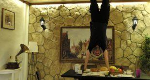 Im Upside Down Museum bekommt jeder einen Handstand hin.