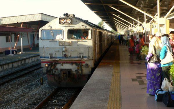 Bahnfahrten sind in Malaysia relativ günstig und bequem.