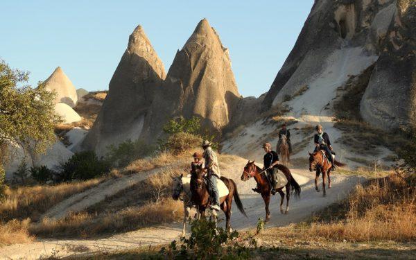 Kappadokiens Täler lassen sich gut auf dem Rücken eines Pferdes erkunden.