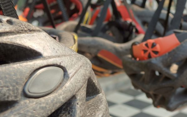 Nicht alle Sicherheitsmassnahmen sind so sinnvoll wie ein Fahrradhelm.