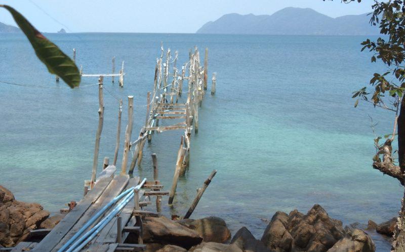 Ein STurm zerstörte im Frühling sämtliche Anlegestellen auf Koh Wai.
