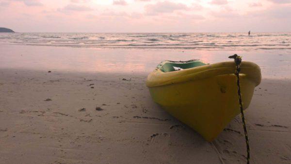 Boot an einem einsamen Strand von Koh Kood. Fotos: OZ
