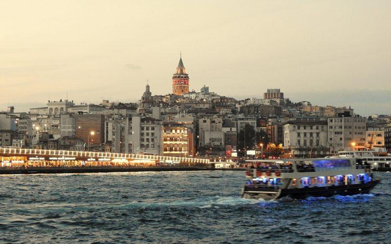 Abendliche Stimmung am Bosporus.
