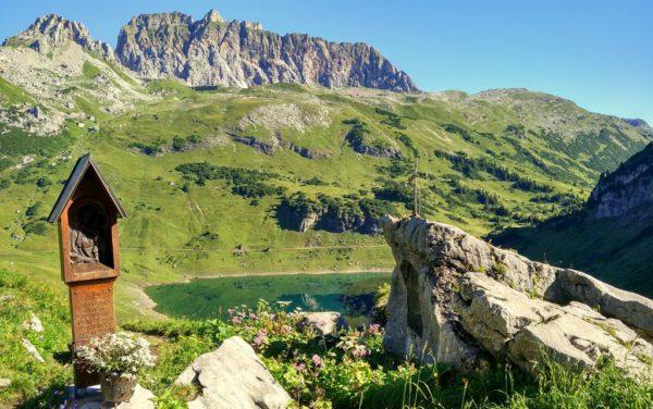 Blick von der Freiburger Hütte auf der Formarin-See.
