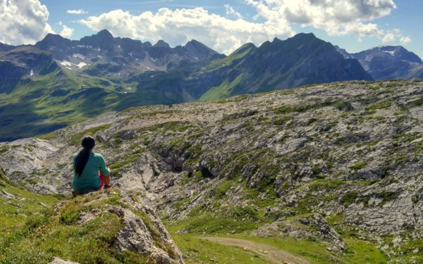 Die alpine Landschaft entlang des Geowegs lädt zum Verweilen ein.