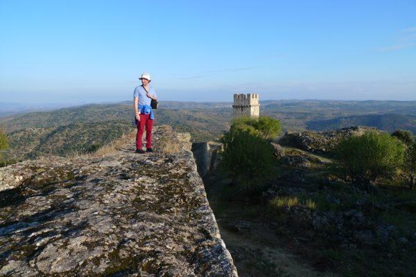 Eine der zahlreichen verlassenen Burgen. Im Bild Nomao.